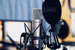 プライベートスタジオでのボーカル録音風景の写真・画像素材[2978420]