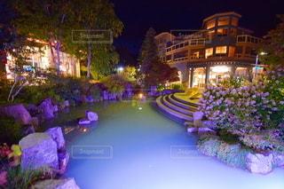 夜のウィスラービレッジの写真・画像素材[3009998]