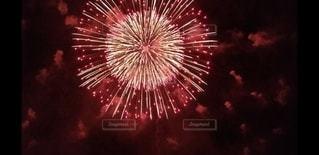 空の花火の写真・画像素材[2986933]