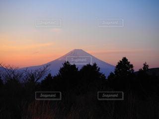 夕暮れの富士山の写真・画像素材[2989952]