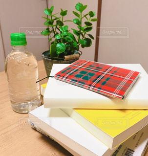 テーブルの上の積み重ねの写真・画像素材[3149783]