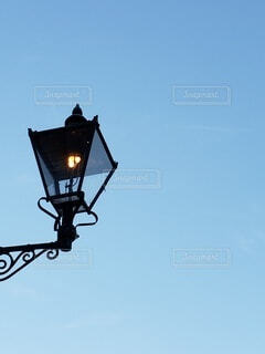 街灯と青空の写真・画像素材[3617227]