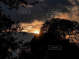 雷雲と夕焼けの写真・画像素材[3595848]