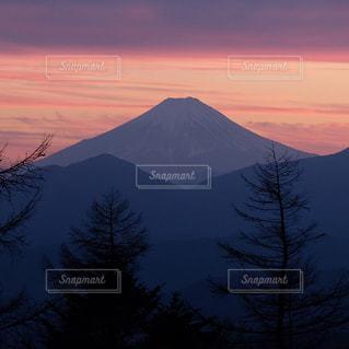 夕暮れ時の富士山の写真・画像素材[3045328]