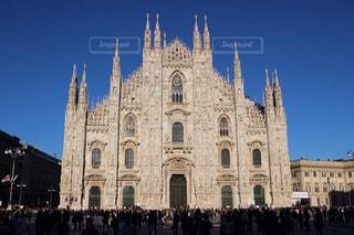 ミラノ大聖堂の前に大きな時計塔 - No.1217547
