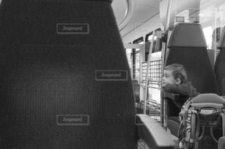 バスに座っている人 - No.1217553
