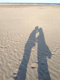 ビーチに立っている人の写真・画像素材[1217666]