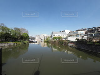 川のほとりに並ぶ家の写真・画像素材[3120906]