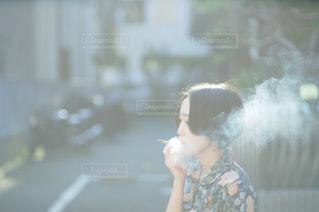 タバコを吸う人の写真・画像素材[3127401]