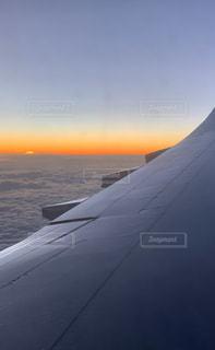 機内からの朝焼けの写真・画像素材[3016374]
