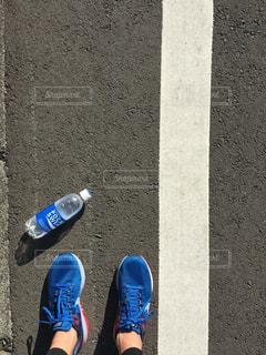 スケート ボードに乗る人の写真・画像素材[913306]