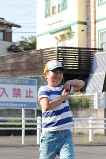 少年野球バットを握るの写真・画像素材[1223686]