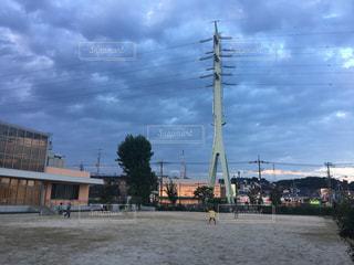 バック グラウンドで市と水の大きな体の写真・画像素材[1384103]