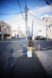 近くに忙しい街の通りのの写真・画像素材[1871499]