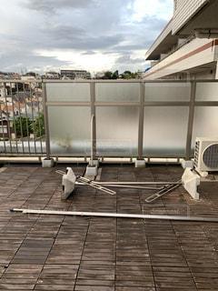 台風対策のために倒した物干し竿の写真・画像素材[2423932]