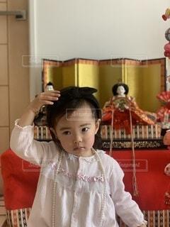 雛人形と女の子の写真・画像素材[4212077]