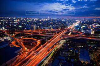 夜の都市の眺めの写真・画像素材[3042943]