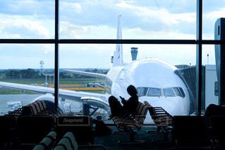 ターマックに座っている人の写真・画像素材[3070708]