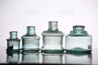 ロンドンのアンティークインク瓶の写真・画像素材[3031018]