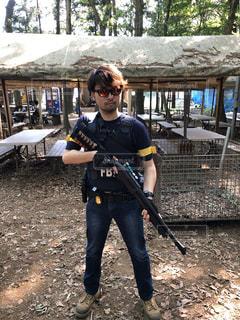 サバイバルゲームに参加するFBI捜査官の写真・画像素材[3032441]
