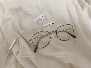 メガネとイヤホンの写真・画像素材[3099198]