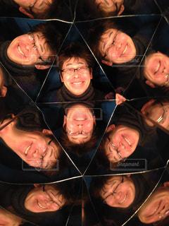 カメラのポーズをとる人の万華鏡の写真・画像素材[3235944]