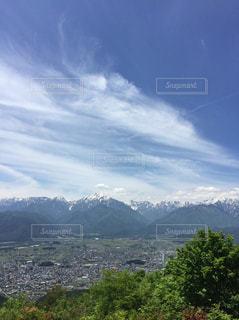 雪山と市街地の写真・画像素材[3102137]