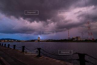 雷と港の写真・画像素材[3656464]