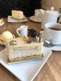 テーブルの上のコーヒー カップの写真・画像素材[1817115]