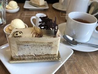テーブルの上のコーヒー カップの写真・画像素材[1817149]