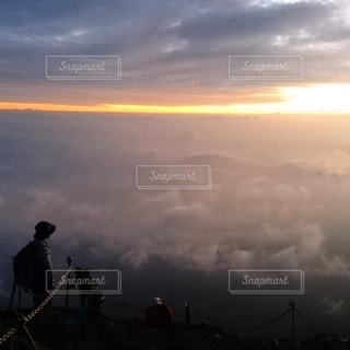 夜明け前の雲海の写真・画像素材[3065151]