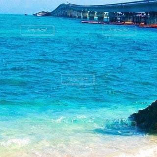 宮古島のエメラルドグリーンな海の写真・画像素材[3077374]
