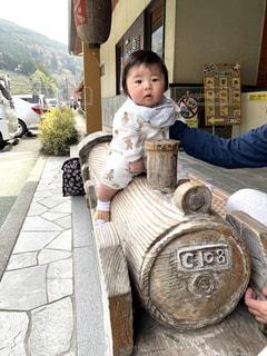 SLの玩具に乗る子どもの写真・画像素材[3148661]