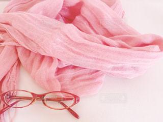 ストールと眼鏡の写真・画像素材[3135024]