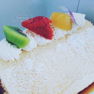 皿の上のケーキの写真・画像素材[3056507]