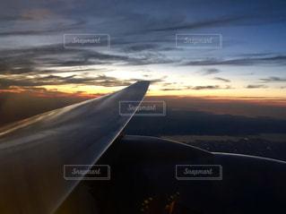 機窓から眺める夕暮れ1の写真・画像素材[3063799]