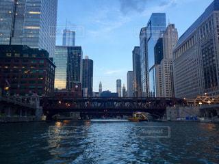 都市を流れる川の写真・画像素材[3093656]