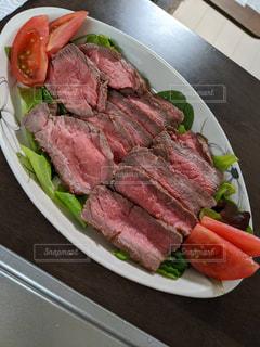 コロナ期間中は肉を食べて免疫UP!の写真・画像素材[3097749]