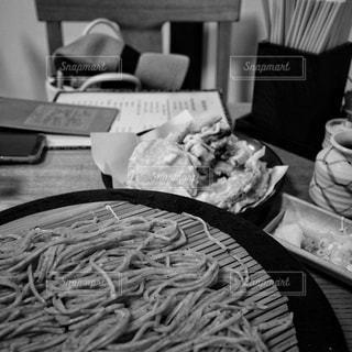 蕎麦五号と野菜天ぷらの写真・画像素材[3564398]