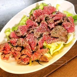 なんちゃって牛肉のタリアータの写真・画像素材[3815333]