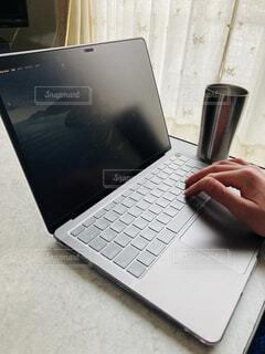 初めてのMacBookの写真・画像素材[4218090]