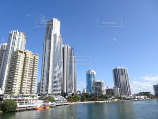 背景に都市の水路の写真・画像素材[3069891]