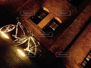 横浜赤レンガ倉庫とクロスバイクの写真・画像素材[3086079]