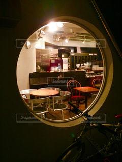 円窓の向こうの写真・画像素材[162905]