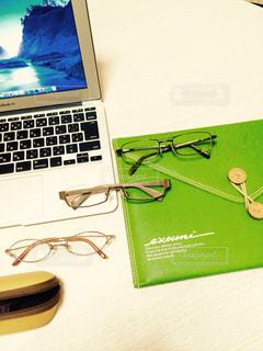 パソコンとメガネの写真・画像素材[199042]