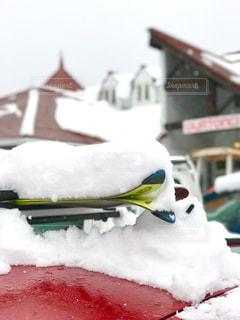 雪の積もったスキーの写真・画像素材[397285]
