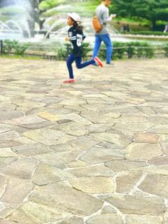 歩道上の人々 のグループの写真・画像素材[793603]