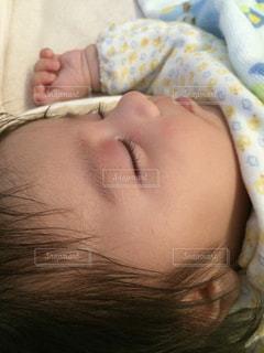 健やかな寝顔の写真・画像素材[1103388]