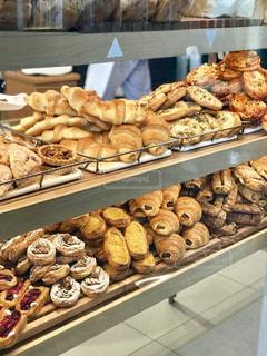 パンの陳列の写真・画像素材[1127703]