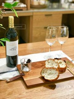 ワインとパンの写真・画像素材[1218676]